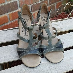 LIKE NEW Fly London sandal wedges